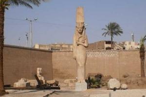 White Monastery in Sohag en de Tempel van Merit Amun, vismaaltijd  in locaal restaurant.